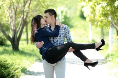 couple-1363967_1280